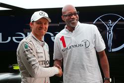 Нико Росберг Mercedes AMG F1 и Эд Мосес, легенда легкой атлетики