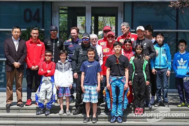Lewis Hamilton, Mercedes AMG F1; Christian Horner, Red Bull Racing, Teamchef; Fernando Alonso, McLar