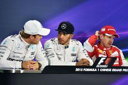 Квалификационный топ-3: второй - Нико Росберг Mercedes AMG F1; Льюис Хэмильтон, Mercedes AMG F1 - поул-позиция; Себастьян Феттель, Ferrari - третий