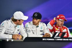 Qualifying, Top 3 in der FIA-Pressekonferenz: 2. Nico Rosberg Mercedes AMG F1; 1. Lewis Hamilton, Me