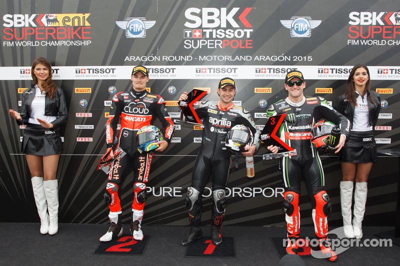2. Chaz Davies, Ducati Team; Pole-Sitter Leon Haslam, Aprilia Racing Team, und 3. Tom Sykes, Kawasak