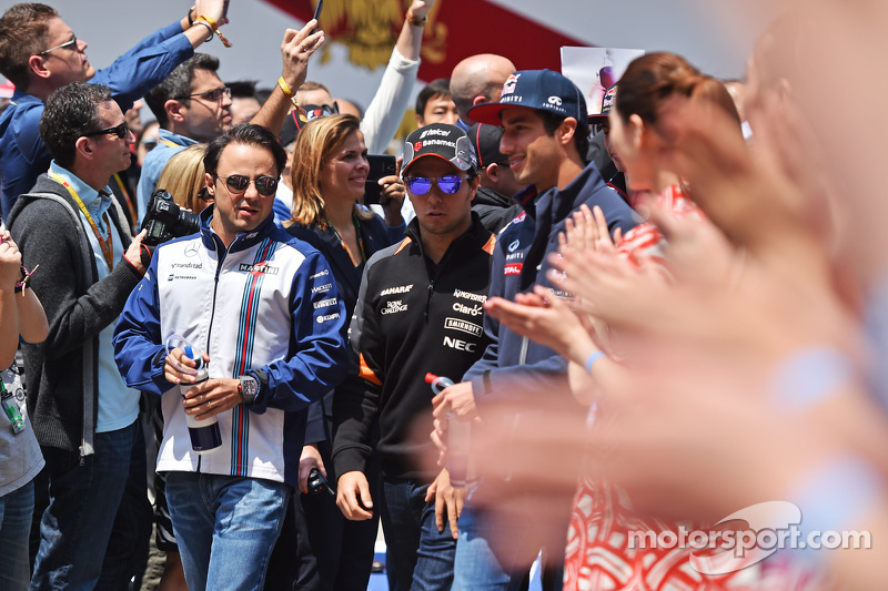 Felipe Massa, Williams; Sergio Pérez, Sahara Force India F1 y Daniel Ricciardo, Red Bull Racing en el desfile de pilotos