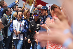 Felipe Massa, Williams; Sergio Perez, Sahara Force India F1, und Daniel Ricciardo, Red Bull Racing, bei der Fahrerparade