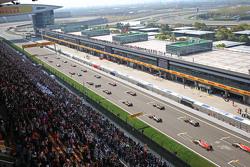 Lewis Hamilton, Mercedes AMG F1 W06 lidere al comienzo de la carrera