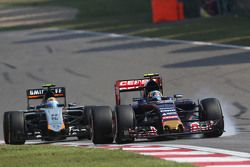 Карлос Сайнс мл., Scuderia Toro Rosso STR10 locks up under braking