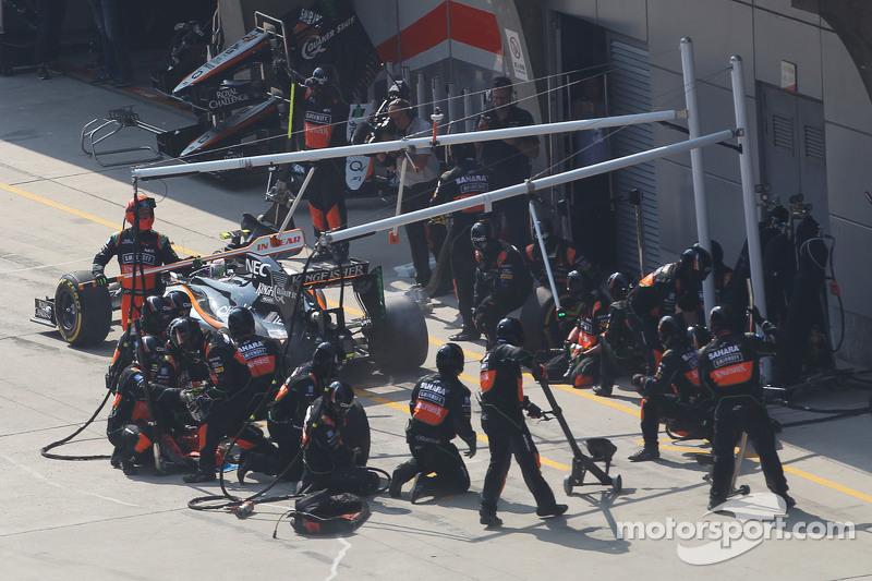 Sergio Perez, Sahara Force India F1 VJM08 melakukan pit stop