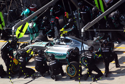 Nico Rosberg, Mercedes AMG F1 W06 makes a pit stop