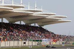 Nico Rosberg, Mercedes AMG F1 W06 laps Jenson Button, McLaren MP4-31