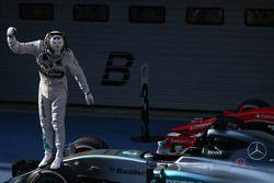 Primer lugar, Lewis Hamilton, Mercedes AMG F1 W06, segundo para Nico Rosberg, Mercedes AMG F1 y tercer lugar para Sebastian Vettel, Ferrari SF15-T