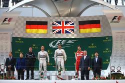 1ое место - Льюис Хэмилтон Mercedes AMG F1, 2ое место - Нико Росберг Mercedes AMG F1 и 3е место - Се
