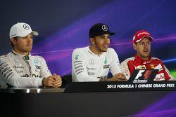 Пресс-конференция ФИА после гонки: Нико Росберг Mercedes AMG F1 - второй; Льюис Хэмилтон Mercedes AMG F1 - победитель гонки; Себастьян Феттель Ferrari - третий