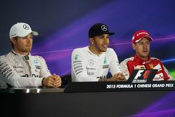 Die FIA-Pressekonferenz nach dem Rennen: 2. Nico Rosberg, Mercedes AMG F1; 1. Lewis Hamilton, Mercedes AMG F1; 3. Sebastian Vettel Ferrari