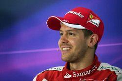 Себастьян Феттель Ferrari на пресс-конференции ФИА