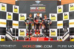 Podium : le deuxième, Jonathan Rea, Kawasaki, le vainqueur, Chaz Davies, Ducati Team, le troisième Leon Haslan, Aprilia Racing Team
