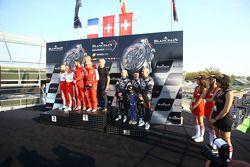 Amateur领奖台: 比赛获胜者Kessel Racing,法拉利458 Italia: Stephen Earle, Marco Zanuttini, Liam Talbot,第二名 #16 Ak