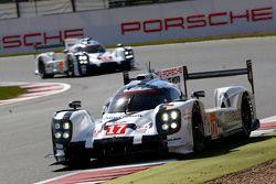 #17 Porsche Team 919 Hybrid : Timo Bernhard, Mark Webber, Brendon Hartley et la #18 Porsche Team 919 Hybrid : Romain Dumas, Neel Jani, Marc Lieb
