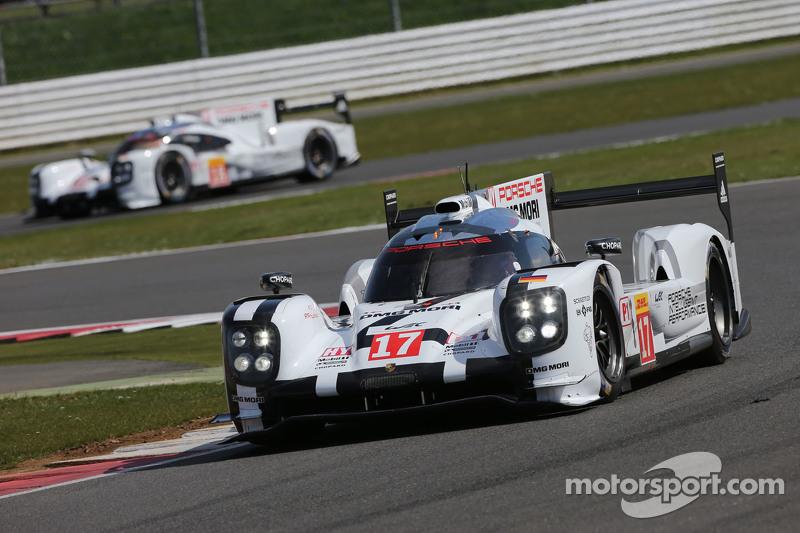 #17 Porsche Team 919 Hybrid: Timo Bernhard, Mark Webber, Brendon Hartley dan #18 Porsche Team 919 Hy