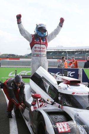 Yarış kazananı: #7 Audi Sport - Takım: Joest R18 e-tron quattro: Marcel Fassler, André Lotterer, Ben