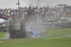 Tony Kanaan, Chip Ganassi Racing Chevrolet, spin atıyor