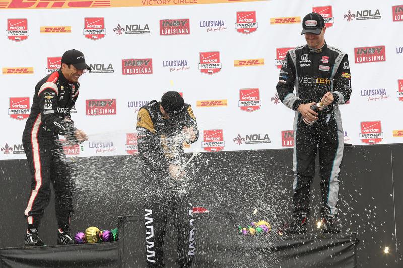 Podyum: İkinci Helio Castroneves, Penske Chevrolet Takımı, yarış galibi James Hinchcliffe, Schmidt P