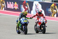 En segundo lugar Valentino Rossi, de Yamaha Factory Racing y tercer lugar Andrea Dovizioso, de Ducati