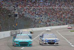 Ricky Stenhouse Jr., Roush Fenway Racing Ford ve A.J. Allmendinger, JTG Daugherty Racing Chevrolet