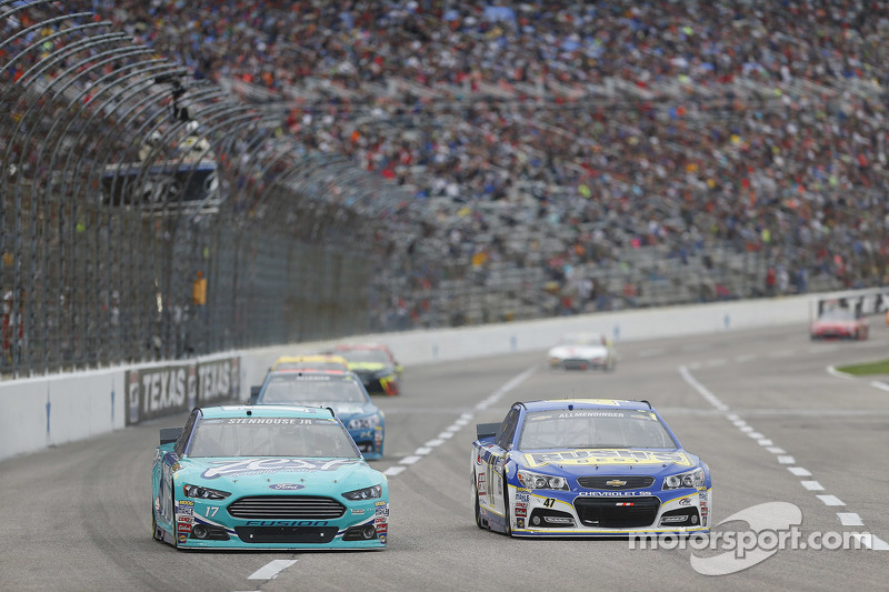 Ricky Stenhouse Jr., Roush Fenway Racing Ford and A.J. Allmendinger, JTG Daugherty Racing Chevrolet