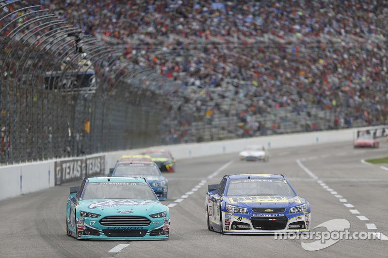 Ricky Stenhouse jr., Roush Fenway Racing, Ford, und A.J. Allmendinger, JTG Daugherty Racing, Chevrolet