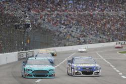 Ricky Stenhouse jr., Roush Fenway Racing, Ford, und A.J. Allmendinger, JTG Daugherty Racing, Chevrol
