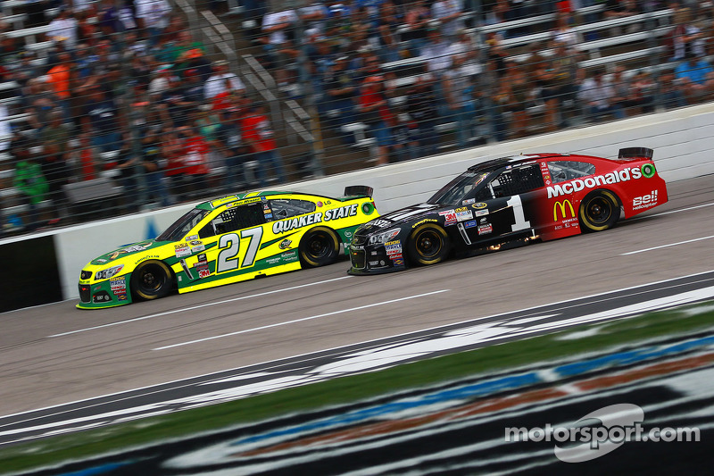 Paul Menard, Richard Childress Racing, Chevrolet, und Jamie McMurray, Chip Ganassi Racing, Chevrolet