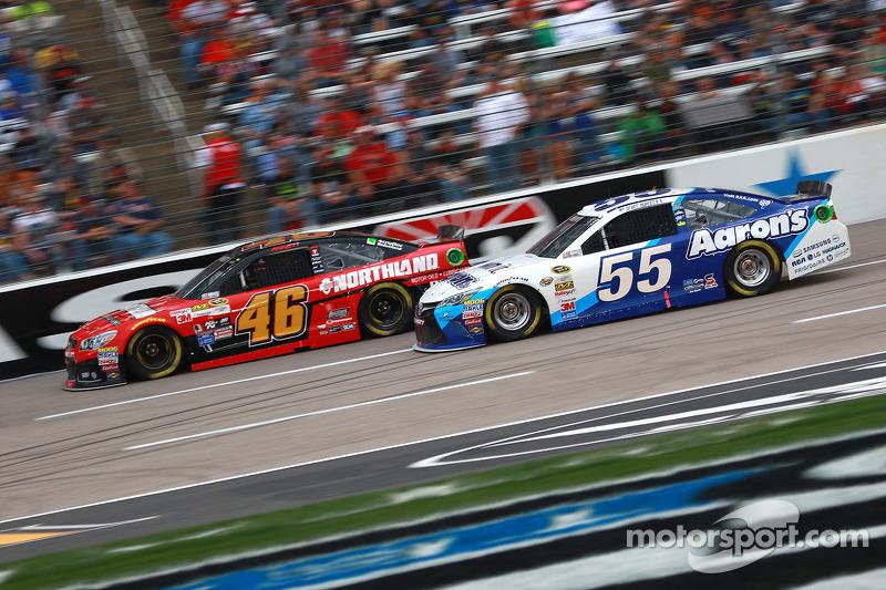 Michael Annett, HScott Motorsports Chevrolet ve Brett Moffitt, Michael Waltrip Racing Toyota