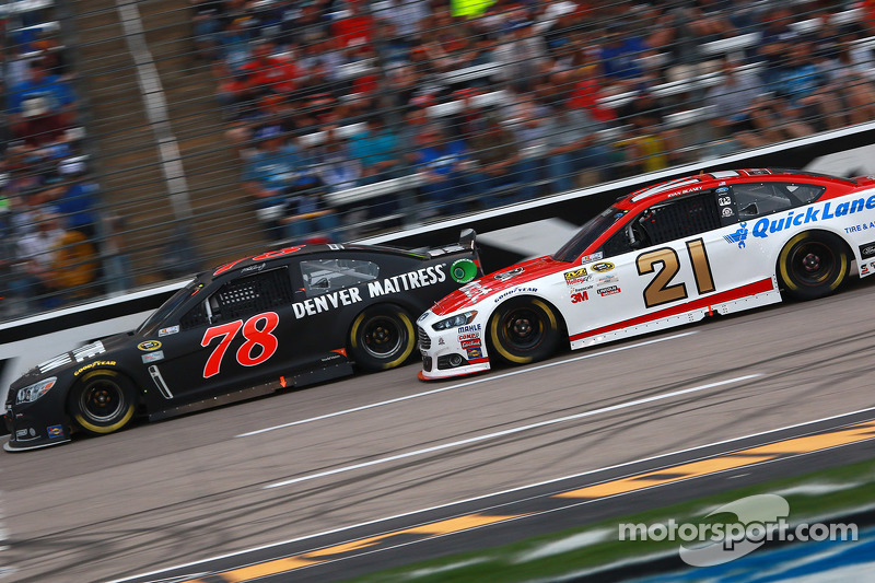 Мартін Труекс мол., Furniture Row Racing Chevrolet та Райан Блейні, Woods Brothers Racing Ford