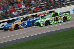 Sam Hornish Jr., Richard Petty Motorsports Ford ve David Ragan, Joe Gibbs Racing Toyota