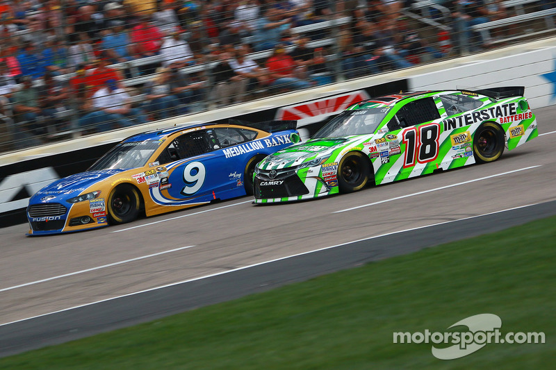 Sam Hornish Jr., Richard Petty Motorsports Ford and David Ragan, Joe Gibbs Racing Toyota