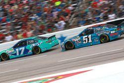 Ricky Stenhouse Jr., Roush Fenway Racing Ford ve Justin Allgaier, HScott Motorsports Chevrolet