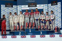 Podyum: Yarışın kazananı Benoit Tréluyer, Marcel Fassler, André Lotterer, ikinci Romain Dumas, Neel
