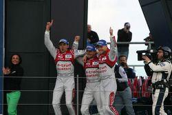 Les vainqueurs Benoit Tréluyer, Marcel Fassler, Andre Lotterer