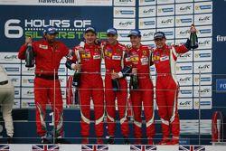 Podium GTE Pro : les vainqueurs Gianmaria Bruni, Toni Vilander, les troisièmes James Calado, Davide Rigon