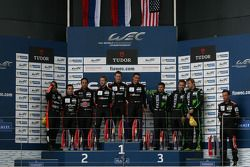 Podium LMP2 : les vainqueurs Roman Rusinov, Julien Canal, Sam Bird, les deuxièmes Gustavo Yacaman, Pipo Derani, Ricardo Gonzalez, les troisièmes Scott Sharp, Ryan Dalziel, David Heinemeier Hansson