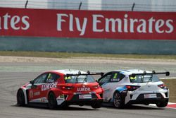 Pepe Oriola, SEAT Leon Racer, Team Craft-Bamboo LUKOIL en Andrea Belicchi, SEAT Leon Racer, Target C