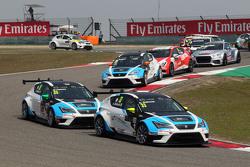 Andrea Belicchi, SEAT Leon Racer, Target Competition和Stefano Comini, SEAT Leon Racer, Target Competi