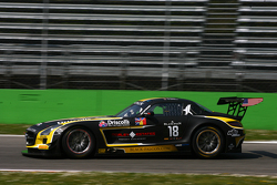 #18 Black Falcon, Mercedes SLS AMG GT3: Oliver Morley, Sean Johnston, Maro Engel