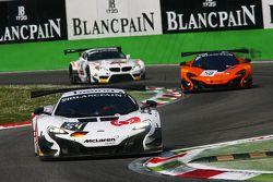 #54 Attempto Racing, McLaren 650S GT3: Ronnie Valori, Alessandro Balzan, Yoshiharu Mori