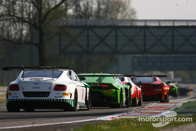 #8 宾利车队,宾利大陆GT3: Maximilian Buhk, Andy Soucek, Maxime Soulet