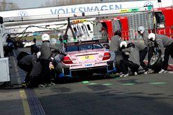 Arrêt aux stands pour Gary Paffett, ART Grand Prix Mercedes-AMG C63 DTM
