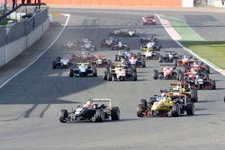 Arrancada carrera 3: Charles Leclerc, cables Van Amersfoort Racing Dallara F312 de Volkswagen