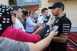 Lewis Hamilton, Mercedes AMG F1 con Will Buxton, NBC Sports Network TV