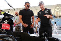 Jay Sean, cantante, compositor y rapero con Sergio Pérez, Sahara Force India F1