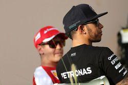 Lewis Hamilton, Mercedes AMG F1 Team y Sebastian Vettel, Scuderia Ferrari