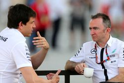 Toto Wolf, Mercedes GP y Paddy Lowe, Mercedes AMG F1 Director Ejectivo
